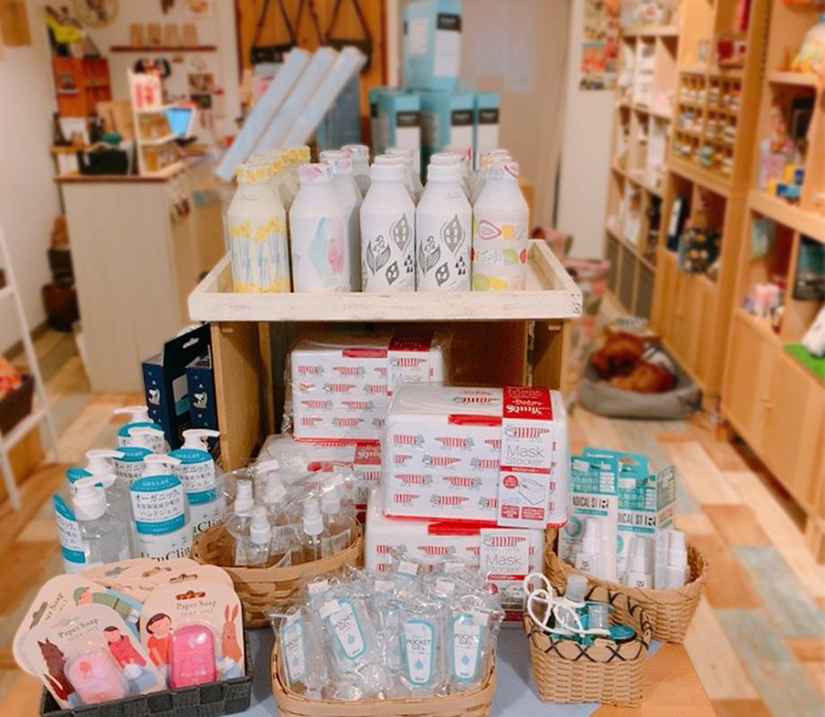 埼玉県坂戸市にある小さな雑貨店LOOPの店内画像